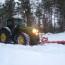 John Deere 7920 med snöblad